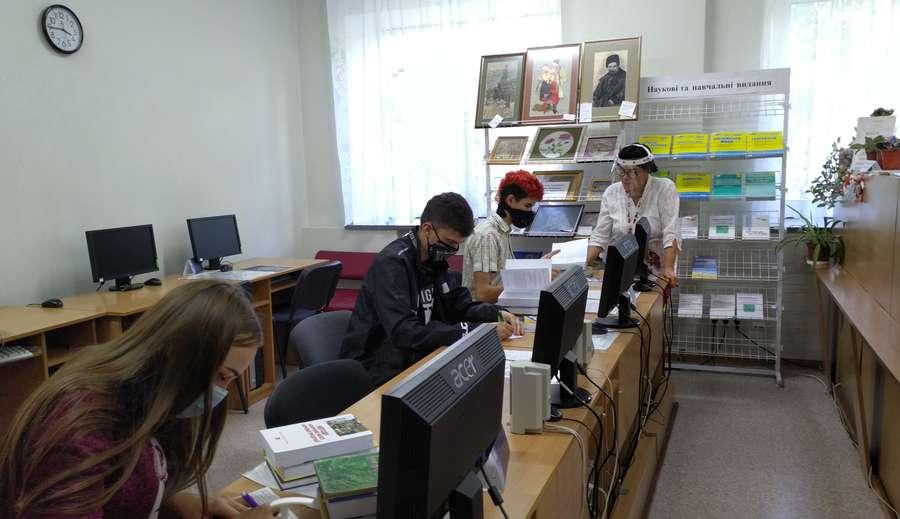 Видача книг Бібліотека Університету УКРАЇНА
